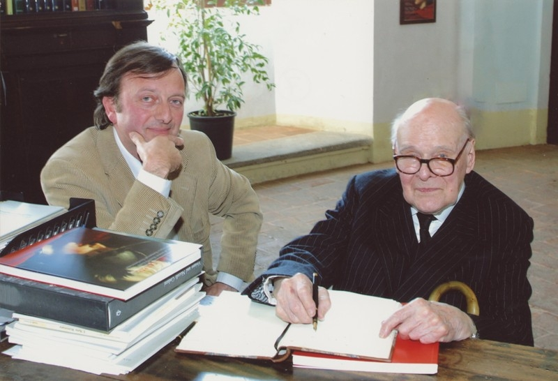 F.Petrucci e Sir Denis Mahon, visita alla mostra I Volti del Potere, 21.4.2004