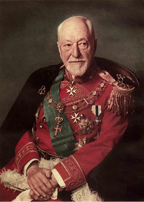 Principe Ludovico Chigi Albani della Rovere, Gran-Maestro del Sovrano Militare Ordine di Malta. Ariccia, Palazzo Chigi (archivio fotografico)