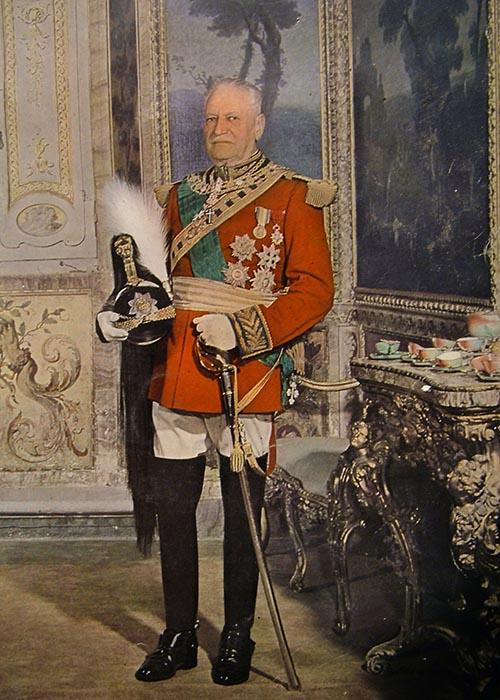 Principe Francesco Chigi Albani della Rovere, Comandante della Guardia Nobile. Ariccia, Palazzo Chigi (archivio fotografico)